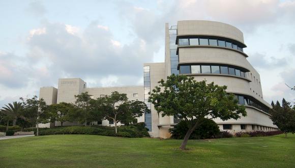 """בניין הסנאט ע""""ש ג'ורג' וייז - מקום מושבה של המזכירות האקדמית"""